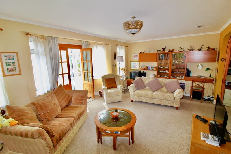 property-for-sale-keymer-crescent-goring-by-sea-bn12