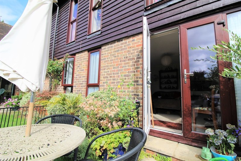 property-for-sale-farm-close-horsham-rh13