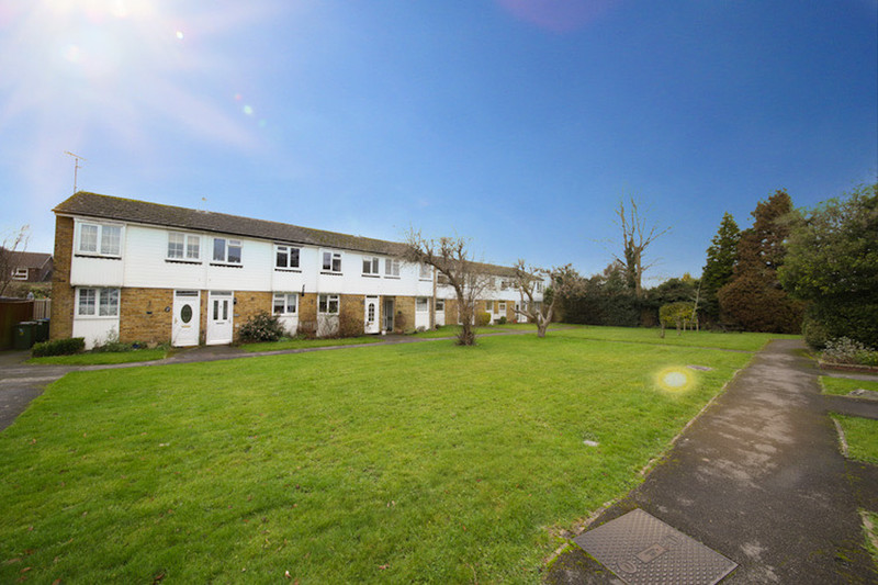 property-sale-agreed-the-gables-horsham-rh12-2