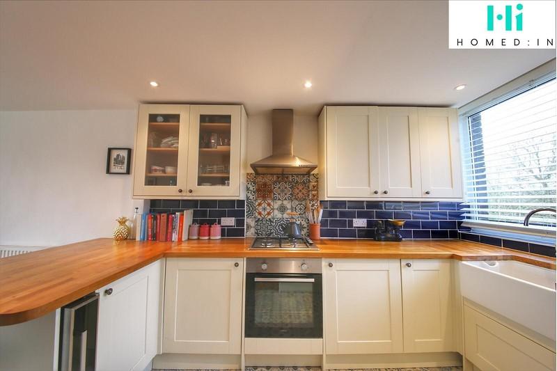 property-sale-agreed-hailey-place-cranleigh-gu6