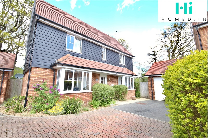 property-sale-agreed-roman-lane-southwater-rh13-4