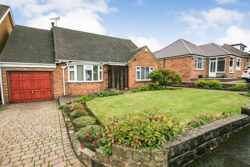 property-for-sale-3-bedroom-bungalow-in-holmesfield-2