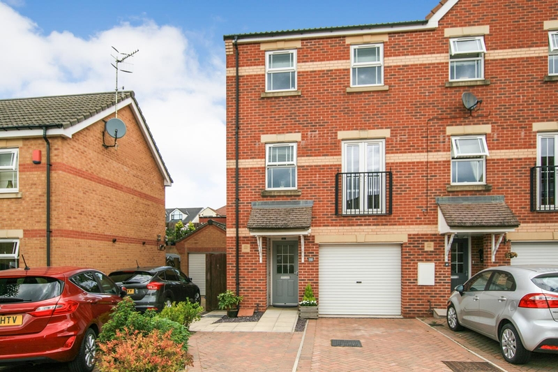 property-for-sale-3-bedroom-town-house-in-dronfield-woodhouse